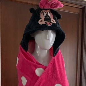 Minnie Mouse Hooded pink & white polka dot towel